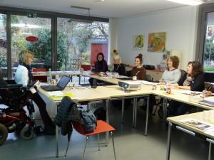 Foto von Andrea Pfanner und Teilnehmer_innen der Fortbildung Leichte Sprache